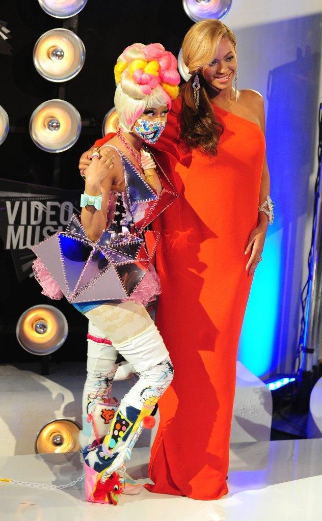 Beyonce (R) and Nicki Minaj (L) pose tog