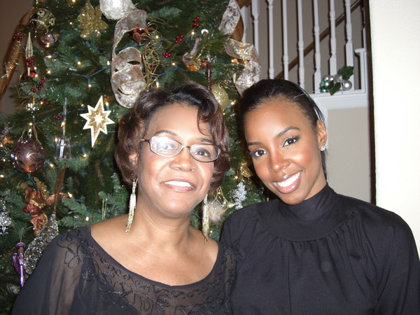 kelly-rowland-and-mom