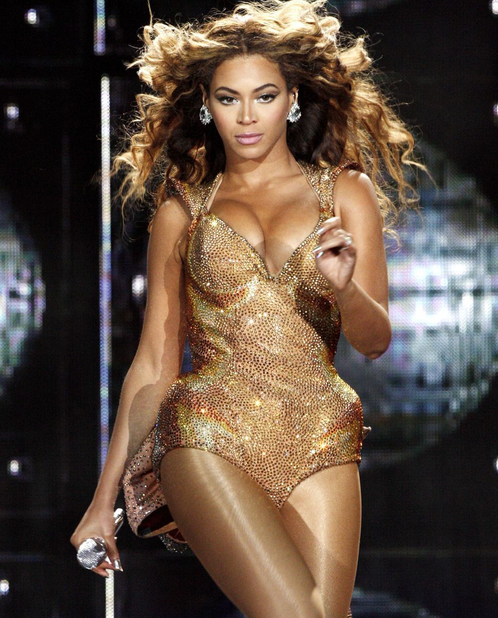 Ko Show Fitness- How To Get Beyonce Legs | 92 Q