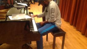 Rickey Smiley playing piano at MSU