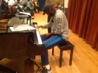 Rickey Smiley playing piano at MSU