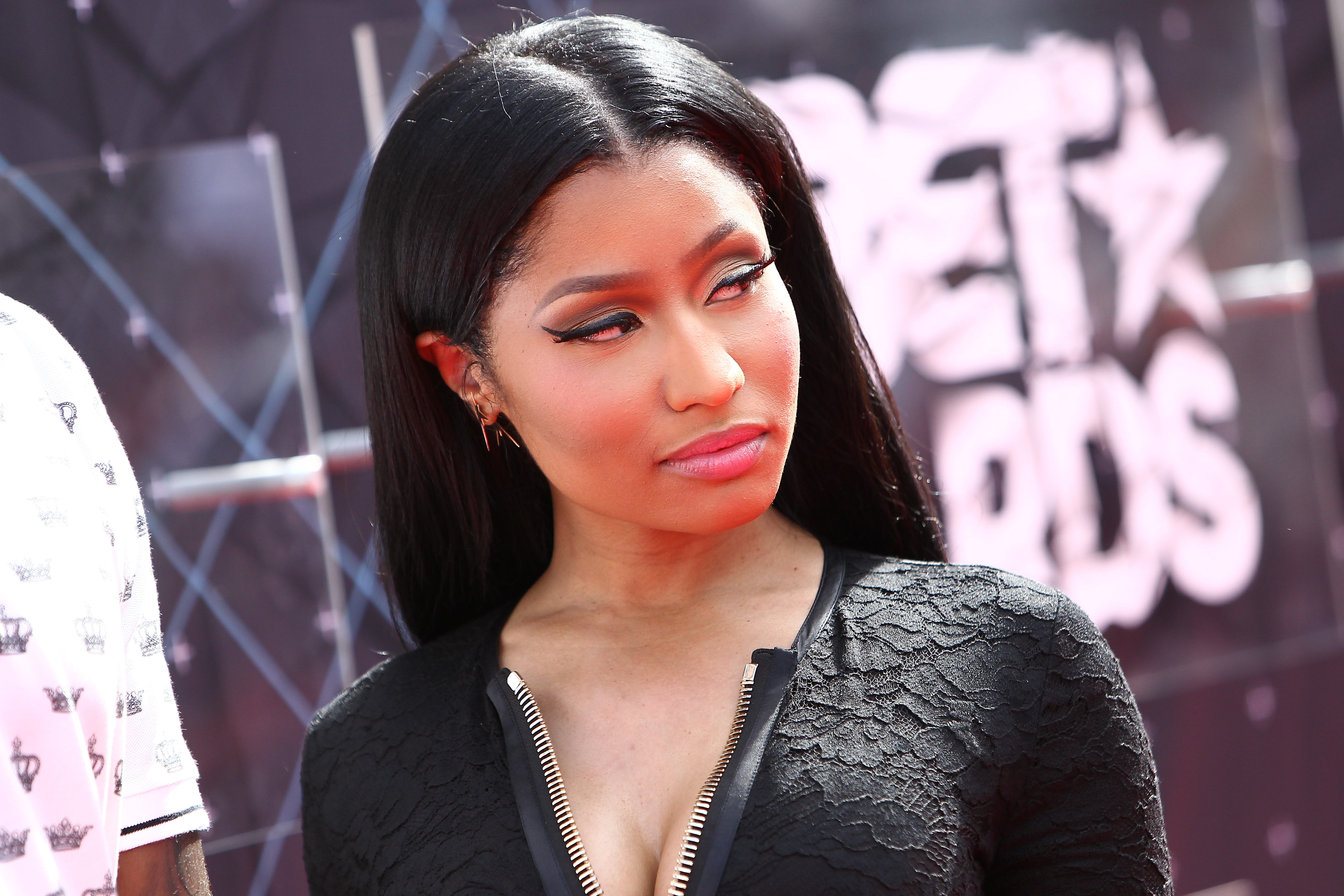 Nicki Minaj drops BET concert after network posts mocking tweet