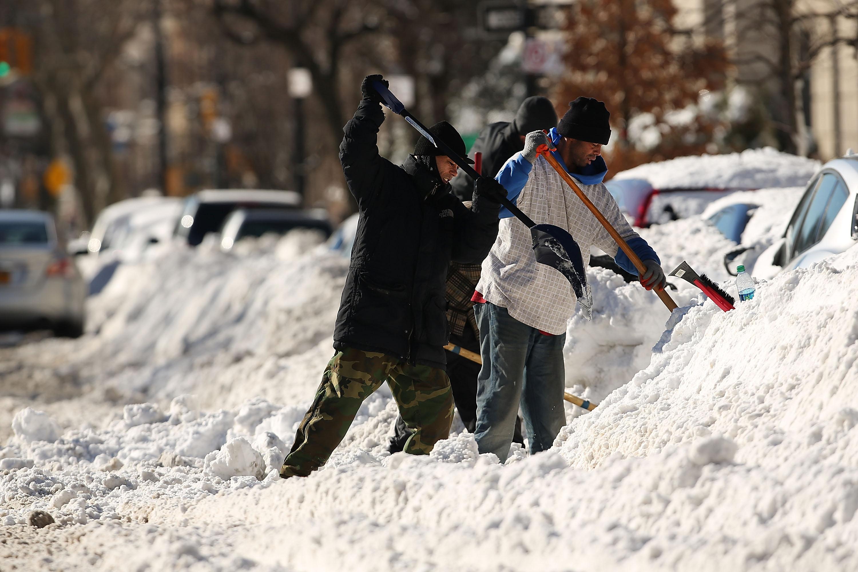 Huge Snow Storm Slams Into Mid Atlantic States