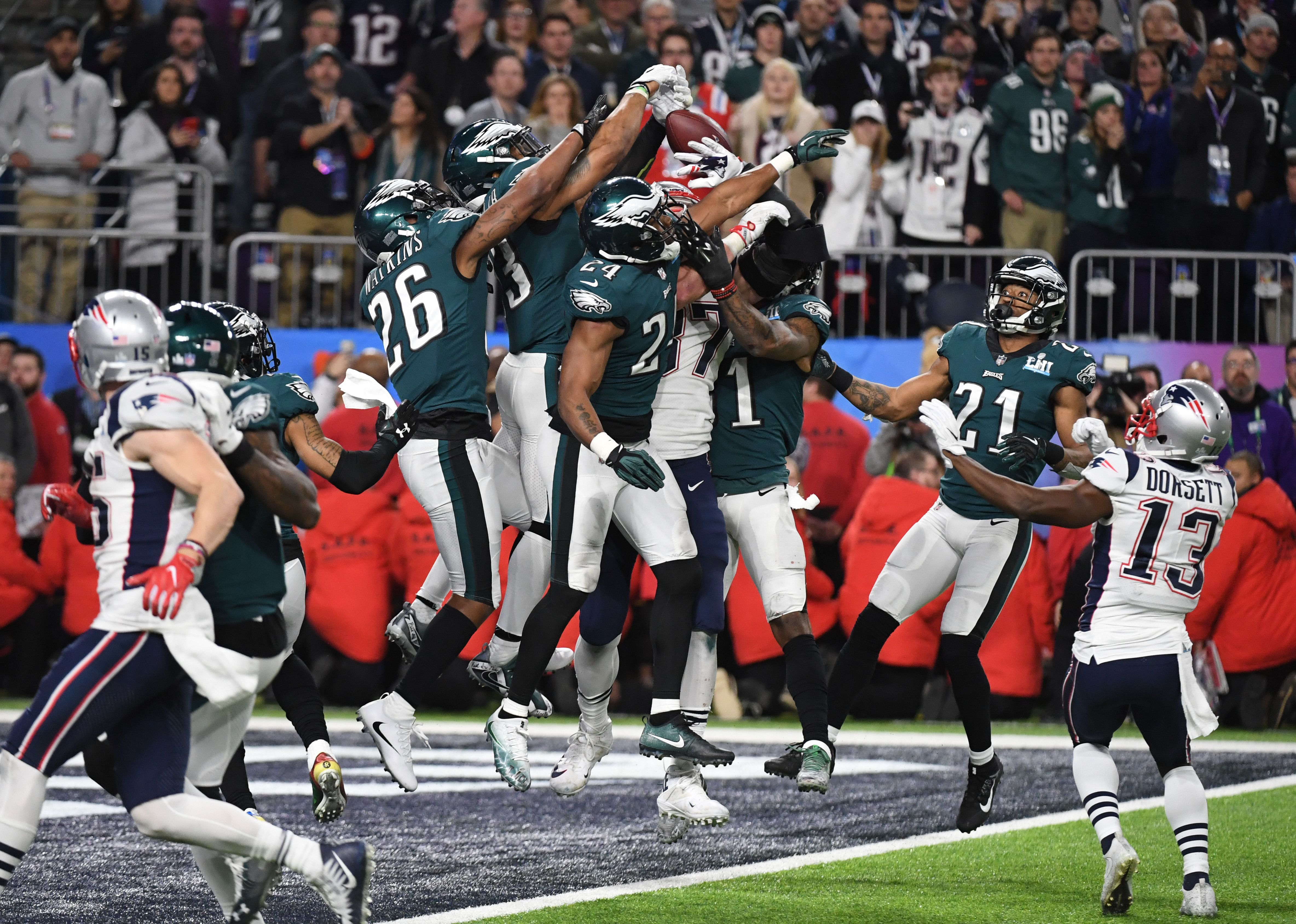 AMFOOT-NFL-SUPERBOWL-EAGLES-PATRIOTS