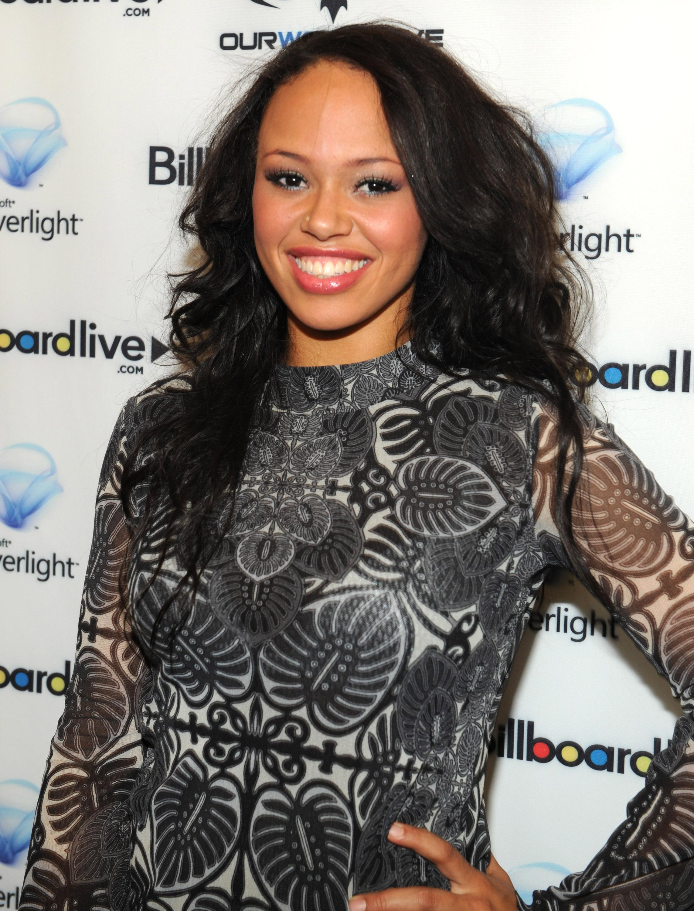 Alicia Keys And Friends On BillboardLive.com, Free HD Concert Live From The Apollo - Backstage