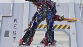 Life-Size Optimus Prime Prepares For Battle Atop Universal Orlando Resort's TRANSFORMERS: The Ride - 3D